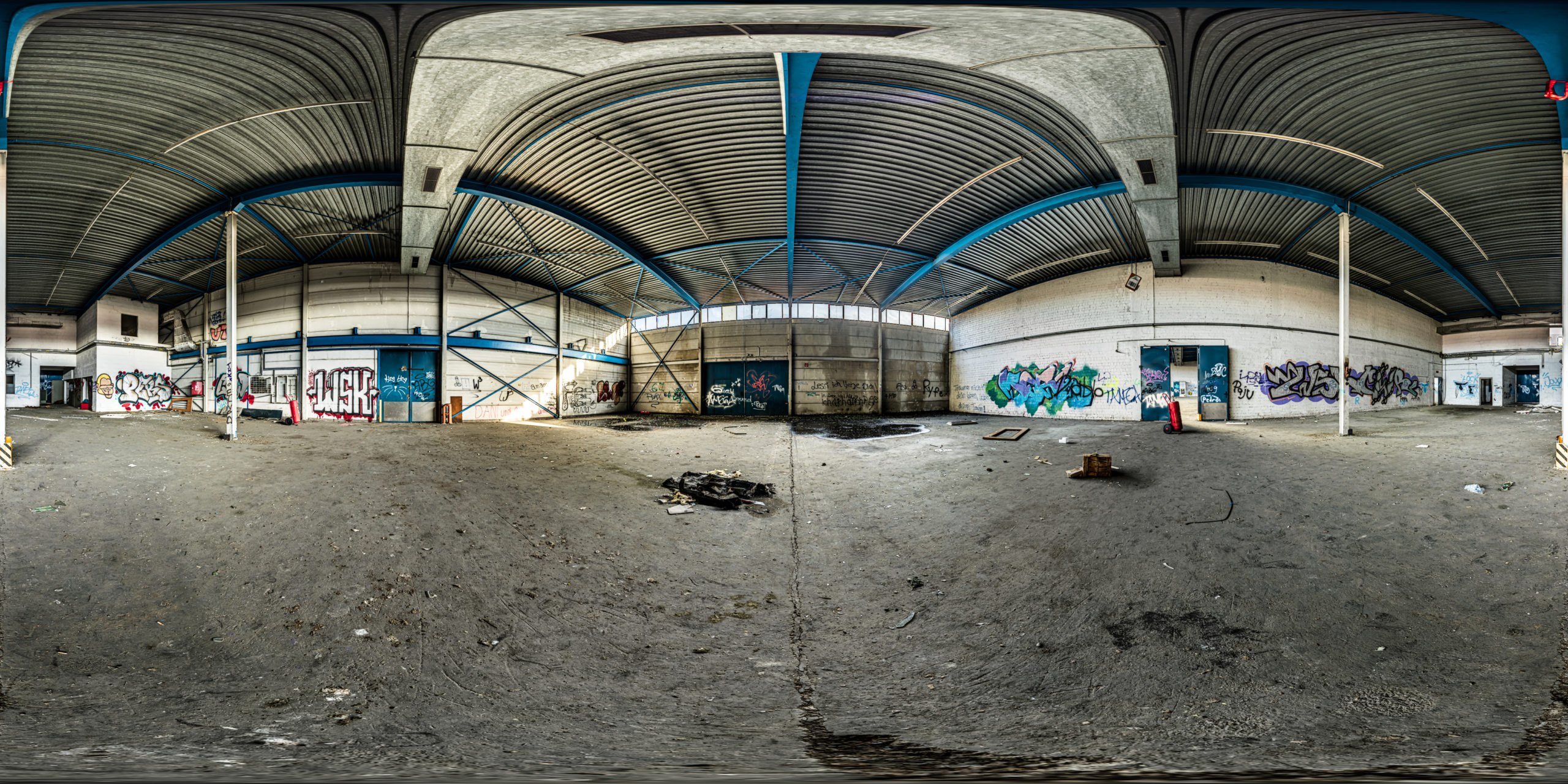 HDRI-Skies-Abandoned-Hall-Silverblue-Nürnberg